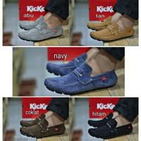 Sepatu Kickers Pria Slip On Kenop Casual Free Kaos Kaki