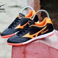 sepatu futsal dewasa mizuno fortuna black list orange import vietnam