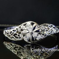 Gelang Bangle Simple Flower Diamonds Bracelet - Silver
