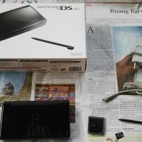 NDS Nintendo DS Lite Fulllset Mulus R4 8GB SANDISK ORIGINAL TERMURAH
