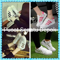 Sepatu Kets Wanita Adidas Bercak