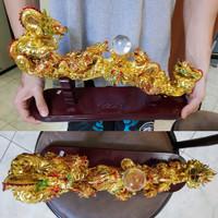 pajangan hiasan ukiran patung naga mas emas gold angpao lampion ubs lm