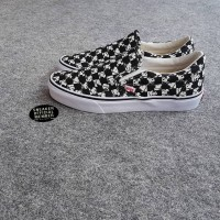 Sepatu Vans Slip On Classic X PEANUTS Snoopy Checkerboard Black White