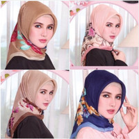 Jilbab segiempat full motif dan tengah polos/Hijab maxmara doff satin