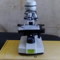 mikroskop L303