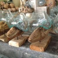 pengerajin kaca tiup akar kayu bali penyangga patung ikan Jati