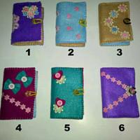 Dompet peniti jilbab motif dalaman bunga