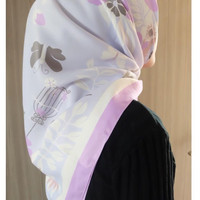 Jilbab Segi Empat Satin Maxmara Silk Motif Bunga