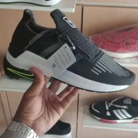 sepatu casual Running adidas