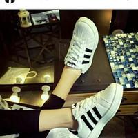 Sepatu Adidas Strip Hitam