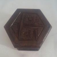 Kotak ukir kayu 8cm tempat cincin segi lima.