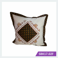 Sarung Bantal Kursi Batik Bordir Kotak Truntum – SBK17.02F