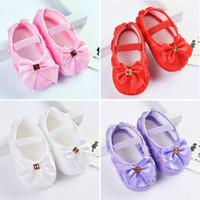 Sepatu prewalker bayi perempuan model Pita