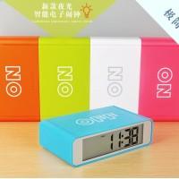 Jam Meja Jam Alarm Meja LED OTOMATIS dan dapat di SNOOZE