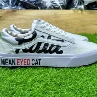 Sepatu sneakers casual vans old skool patta mean eyed cat putih men