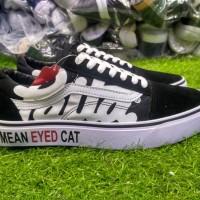 Sepatu sneakers casual vans old skool patta mean eyed cat hitam putih