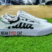 Sepatu sneakers vans old skool x patta mean eyed cat full putih 39-43