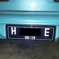 dudukan frame cover plat nomor mobil akrilik