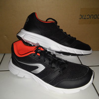 Original Sepatu Running Kalenji Run One Plus Black Red 2003932/8351451