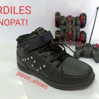 Sepatu Ardiles Senopati berhadiah mobil predator remote control ori