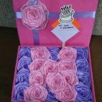 bunga box satin handmade hadian valentine ultah wisuda pacar