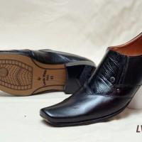 Model Sepatu Pantofel Pria Formal LV356