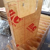Tempat brosur gantung A5/kotak absen/kotak stock