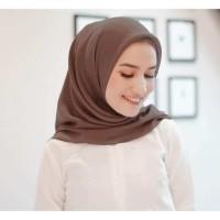 jilbab segi 4 / jilbab paris/ kerudung segi empat paris polos