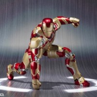 MARVEL Action Figure Iron Man Mark 42 Sofa Tony Stark SHFiguarts