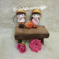 gantungan kunci couple cewek cowok pakai topi orange set