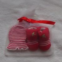 Mitten Carter-Kaos kaki plus sarung tangan motif Buterfly pink