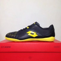 New Sepatu Futsal Lotto Squadra IN Black Sunshine L01040010 Original