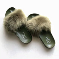 Sandal fenty bulu lebat hijau / sandal slop ringan
