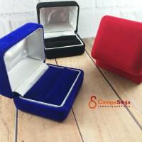 Kotak Perhiasan Cincin Bludru Halus