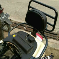 sandaran vespa lx s lxv. back rack vespa modern. aksesoris motor vespa