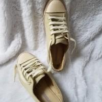 Preloved sepatu sneakers wanita converse original