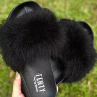 Sandal fenty bulu lebat hitam / sandal santai / sandal ringan
