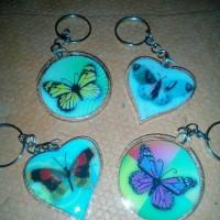 souvenir pernikahan gantungan kunci kupu kupu murah