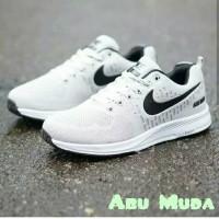 Sepatu Sneakers Pria sepatu Olahraga cowok Adidas Lari Gunung Terbaru
