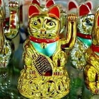 PAJANGAN KUCING EMAS MANEKI NEKO LUCKY CAT GOLD MLY46 BESAR