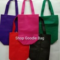 Tas Spunbond Handle Box uk 20x25x9 / Goodie Bag / Tas Kain Polos