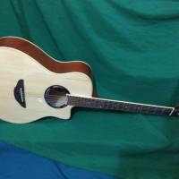 Gitar akustik naturale