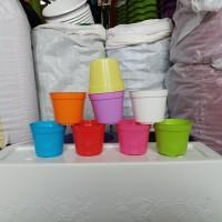 pot bunga plastik warna warni 10cm - Putih