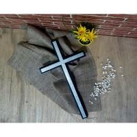 Salib Dinding Kayu Jati 40 x 22 cm warna hitamList silver