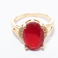 VeE Cincin Wanita Lapis Emas 18K Kristal Cutting Oval Merah