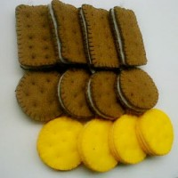 Souvenir Gantungan Biskuit Flanel K04
