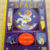 WIDE EYED LIFE ON EARTH SPACE LIFT THE FLAP BOOK BUKU IMPORT ANAK