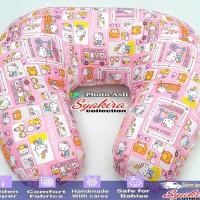 bantal menyusui Motif hello kitty school bus pink