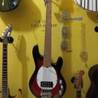 Bass elektrik Musicman senar5