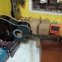 Gitar akustik folk